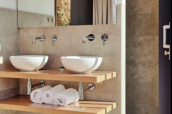 Villapparte-LARGO Harbour Village Veerse Meer Watervilla 10-aan het water-voor 10 personen-Arnemuiden-Zeeland-luxe badkamer