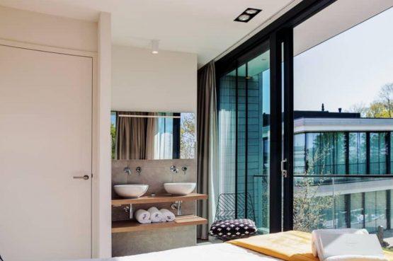 Villapparte-LARGO Harbour Village Veerse Meer Watervilla 10-aan het water-voor 10 personen-Arnemuiden-Zeeland-slaapkamer met badkamer