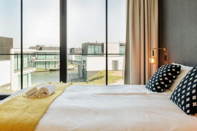 Villapparte-LARGO Harbour Village Veerse Meer Watervilla 10-aan het water-voor 10 personen-Arnemuiden-Zeeland-slaapkamer met uitzicht