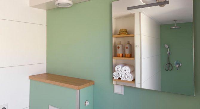 Villapparte-LARGO Noordzee Resort Vlissingen- Beach House Vlissingen-Roompot-Strandhuisje voor 5 personen-op het strand-knusse badkamer