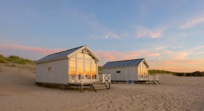 Villapparte-Largo Beach Houses Den Haag-Haagse Strandhuisjes-4 of 5 personen-uniek strandhuisje op het strand-Zuid-Holland-Den Haag-bij ondergaande zon