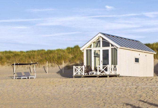 Villapparte-Largo Beach Houses Den Haag-Haagse Strandhuisjes-4 of 5 personen-uniek strandhuisje op het strand-Zuid-Holland-Den Haag-tegen de duinen