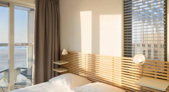 Villapparte-Largo Beach Villa Hoek van Holland-villa op het strand voor 6 personen-Zuid-Holland-slaapkamer met uitzicht zee