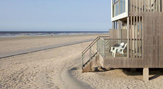 Villapparte-Largo Beach Villa Hoek van Holland-villa op het strand voor 6 personen-Zuid-Holland-veranda met uitzicht zee