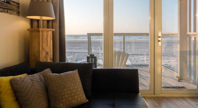 Villapparte-Largo Beach Villa Hoek van Holland-villa op het strand voor 6 personen-Zuid-Holland-woonkamer met uitzicht zee