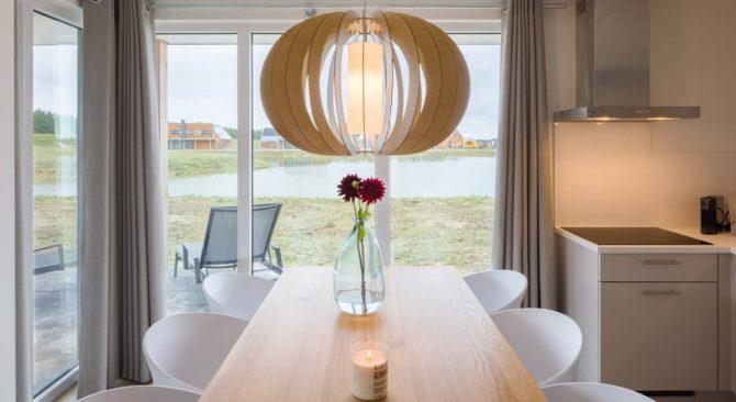 Villapparte-Largo Domein Het Camperveer-Watervilla Byron 6 luxe villa voor 6 personen-eethoek met uitzicht-Veerse Meer-Zeeland