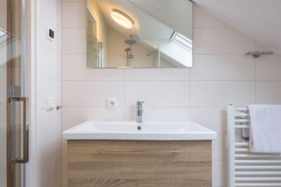 Villapparte-Largo Domein Het Camperveer-Watervilla Byron 6 luxe villa voor 6 personen-luxe badkamer-Veerse Meer-Zeeland