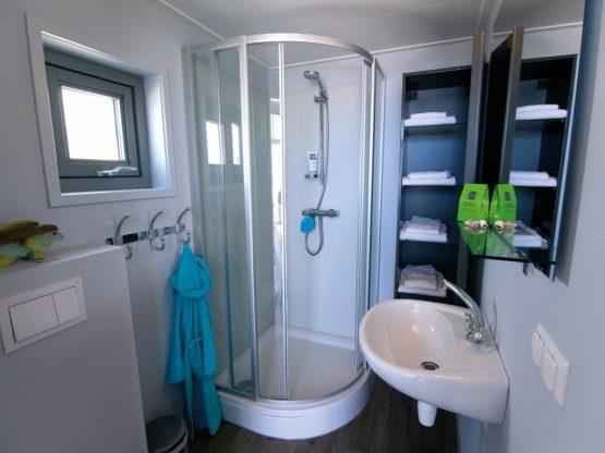 Villapparte-Strandhuisje Julianadorp-Direct op het strand-voor 4 personen-Noord-Holland-complete badkamer