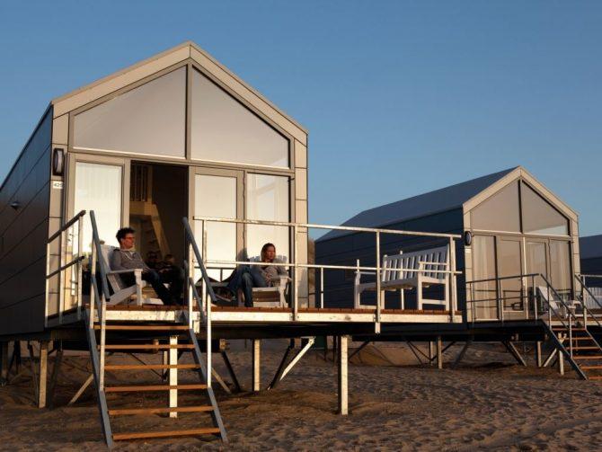 Villapparte-Strandhuisje Julianadorp-Direct op het strand-voor 4 personen-Noord-Holland-genieten van de ondergaande zon