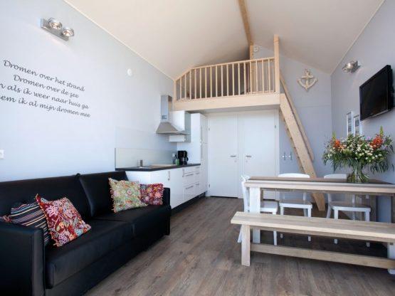 Villapparte-Strandhuisje Julianadorp-Direct op het strand-voor 4 personen-Noord-Holland-gezellige indeling