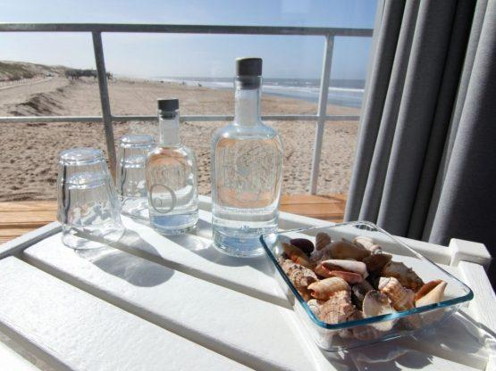 Villapparte-Strandhuisje Julianadorp-Direct op het strand-voor 4 personen-Noord-Holland-uitzicht over strand en zee