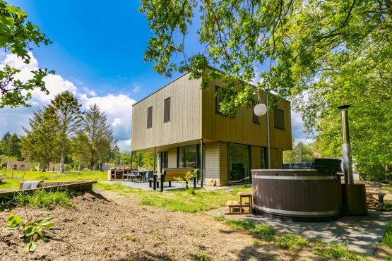 Villapparte-Dutchen-Villa Zeegser Duinen-luxe villa met hottub voor 8 personen-Drenthe-zijkant