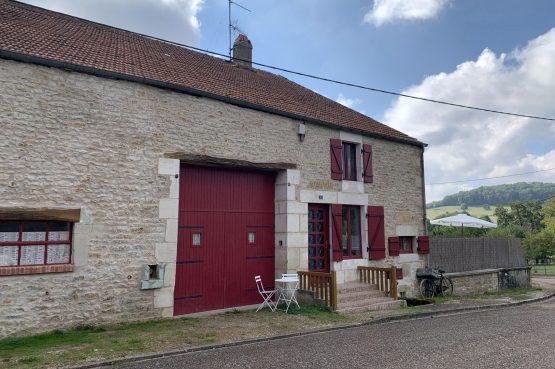 Villapparte-La Maison de Mar-romantisch vakantiehuisje voor 4 personen-Champagne streek-Frankrijk-rode voordeur