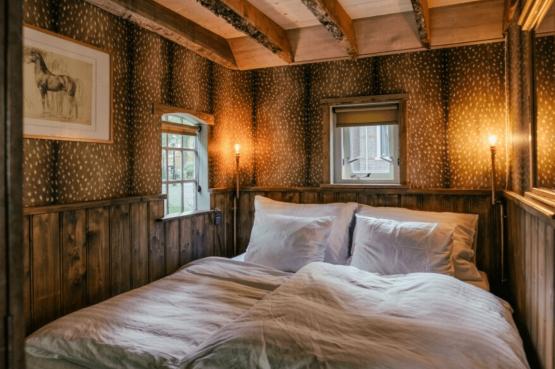 Villapparte-Natuurhuisje-Guesthouse Oldeberkoop-schattig guesthouse voor 2 personen-Oldeberkoop-Friesland-romantische slaapkamer