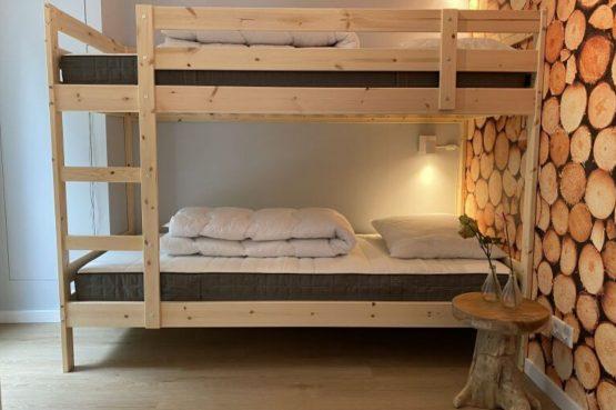 Villapparte-Natuurhuisje-Het Houten Boshuis in Koekangerveld-prachtig vakantiehuis voor 4 personen-midden in het bos-Drenthe-kinderkamer met stapelbed