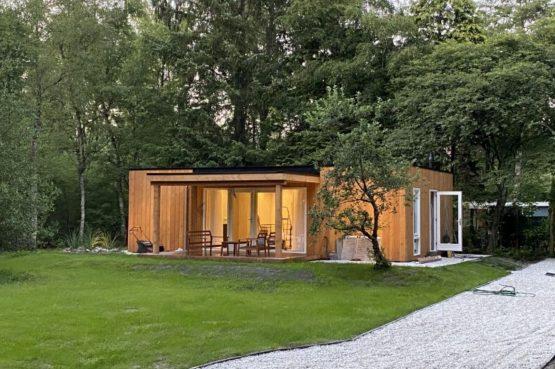 Villapparte-Natuurhuisje-Het Houten Boshuis in Koekangerveld-prachtig vakantiehuis voor 4 personen-midden in het bos-Drenthe-romantisch plaatje