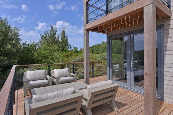 Villapparte-Oasis Punt West-Toren Villa- luxe vakantievilla voor 8 personen-Ouddorp-Zuid-Holland-groot terras met loungeset
