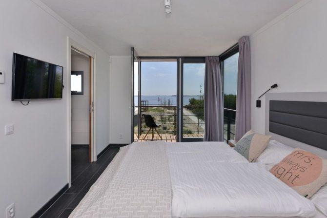 Villapparte-Oasis Punt West-Toren Villa- luxe vakantievilla voor 8 personen-Ouddorp-Zuid-Holland-luxe slaapkamer met uitzicht