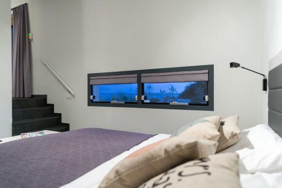 Villapparte-Oasis Punt-West-Villa Super VIP 4-luxe vakantie villa aan het Grevelingenmeer-Zuid-Holland-Nederland-slaapkamer met uitzicht