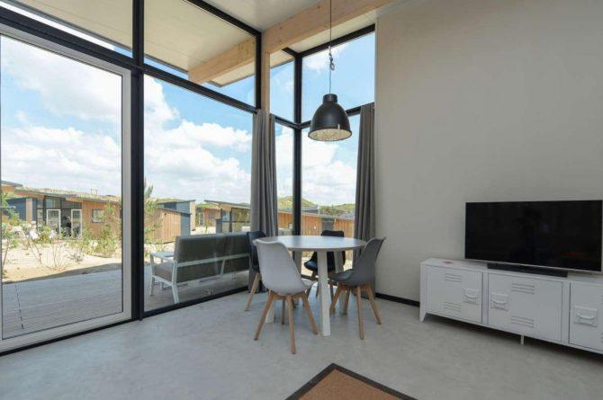 Villapparte-Qurios-Sea House Comfort-luxe lodge voor 4 personen-Bloemendaal aan zee-lichte eethoek