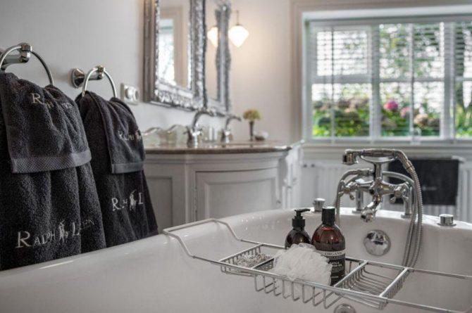 Villapparte-Vakantieboerderij Baarland-Zeeland-Baarland-Natuurhuisje-2 personen-luxe badkamer