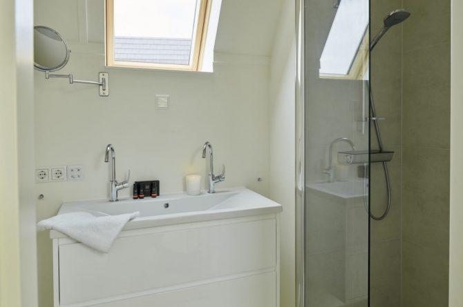 Villapparte-Baayvilla 12 Lauwersoog-Dutchen-Baayvilla's-Groningen-luxe vakantievilla voor 7 personen-aan het water-luxe badkamer