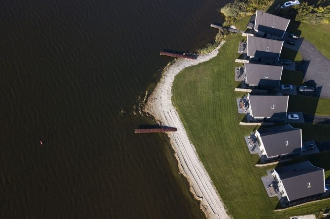 Villapparte-Baayvilla 12 Lauwersoog-Dutchen-Baayvilla's-Groningen-luxe vakantievilla voor 7 personen-aan het water-park van bovenaf