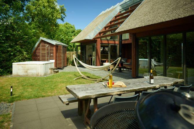 Villapparte-Dutchen-Villa Duijnvoet 6-luxe vakantievilla voor 8 personen-Schoorl-gezellige tuin