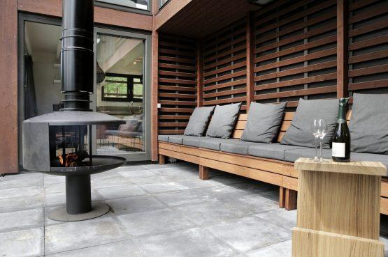 Villapparte-Dutchen-Villa Duijnvoet 6-luxe vakantievilla voor 8 personen-Schoorl-overdekt terras met kachel