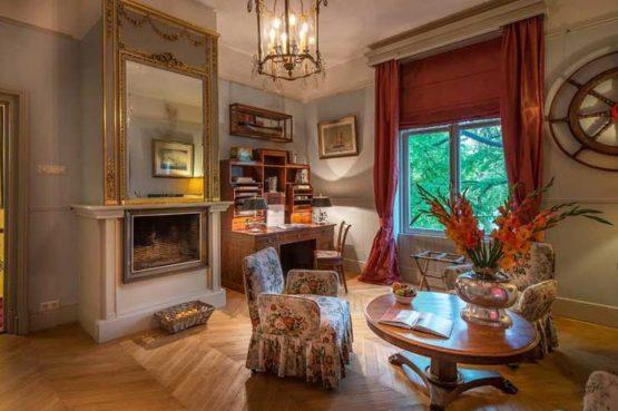 Villapparte-Logement aan de Vecht-Eliza was here-authentieke overnachting-kleinschalig-knusse zithoek