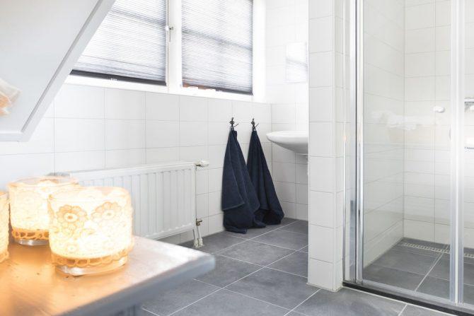 Villapparte-Belvilla-Vakantiehuis Groeneweg-Vakantiehuis voor 6 personen in Wissenkerke-Zeeland-complete badkamer