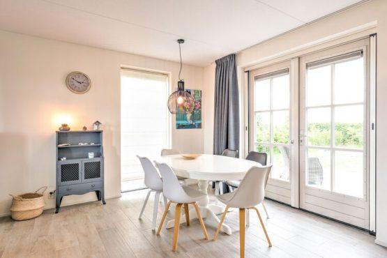 Villapparte-Belvilla-Vakantiehuis Groeneweg-Vakantiehuis voor 6 personen in Wissenkerke-Zeeland-knusse eettafel