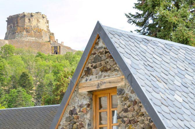 Villapparte-Vakantiehuis Murol-2-4 persoons vakantiehuis-Auvergne-Rhône-Alpes-Murol-Frankrijk-uitzicht op chateau