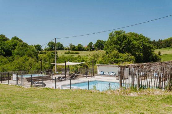 Villapparte-La Bastide - een kleinschalig vakantiedomein met 8 vakantiehuizen in de Haute Vienne met 2 zwembaden-uitzicht over de heuvels