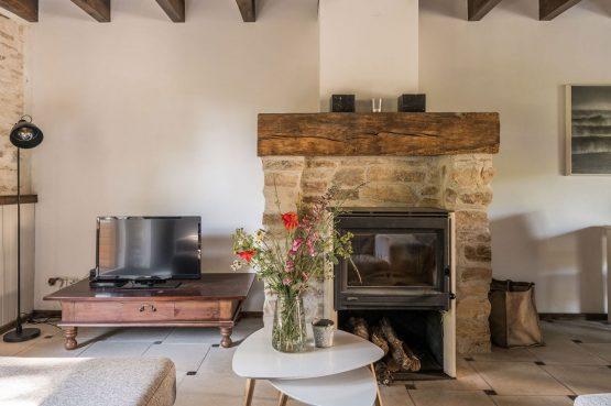 Villapparte-La Bastide - een kleinschalig vakantiedomein met 8 vakantiehuizen in de Haute Vienne met 2 zwembaden-woonkamer vakantiehuis Bretagne