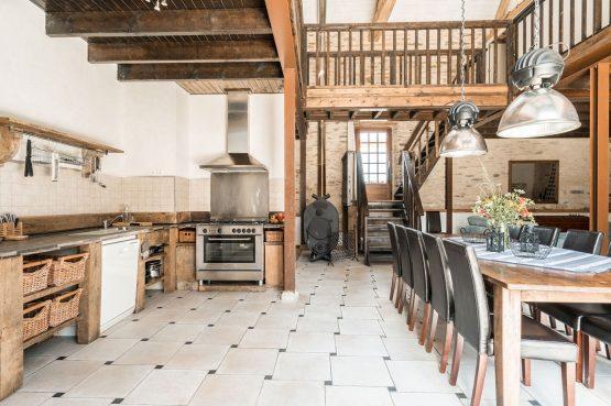 Villapparte-La Bastide - een kleinschalig vakantiedomein met 8 vakantiehuizen in de Haute Vienne met 2 zwembaden-woonkeuken Provence