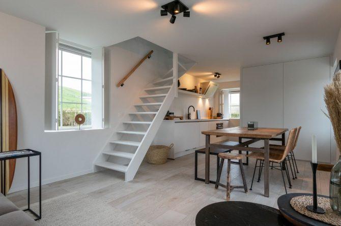 Villapparte-Zeeuws Duinhuis-luxe vakantiehuis voor 5 personen-Breskens-Zeeuws Vlaanderen-open trap in woonkamer