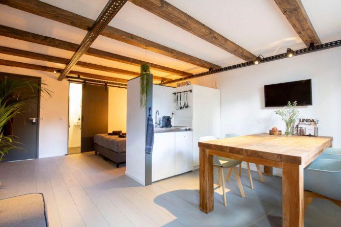 Villapparte-B&B Pakhuis Maassluis-2 luxe appartementen voor 2 tot 4 personen-aan de haven in Maassluis-eettafel Kuiperij