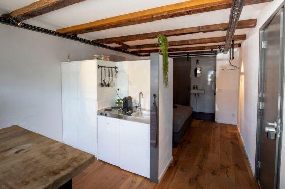 Villapparte-B&B Pakhuis Maassluis-2 luxe appartementen voor 2 tot 4 personen-aan de haven in Maassluis-keukenblokje Bolder