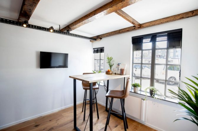 Villapparte-B&B Pakhuis Maassluis-2 luxe appartementen voor 2 tot 4 personen-aan de haven in Maassluis-zithoek Bolder