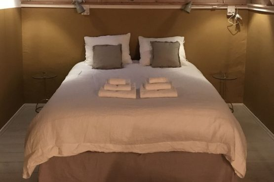 Villapparte-B&B in het Voorhuys-Doesburg-luxe appartement voor 2 personen-heerlijk bed