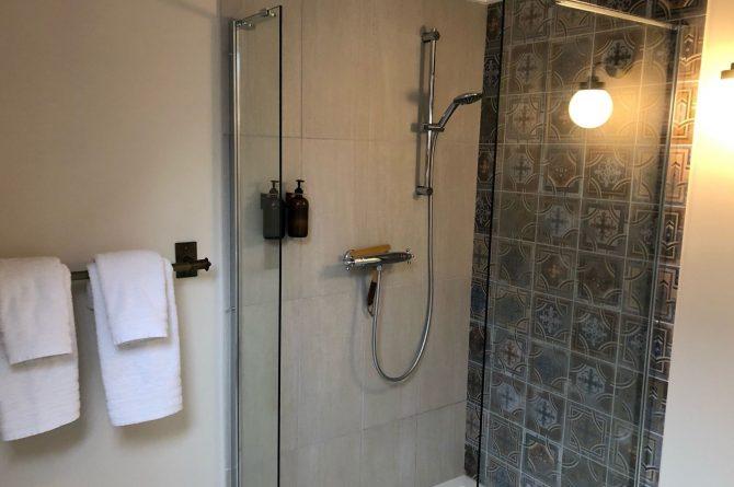 Villapparte-B&B in het Voorhuys-Doesburg-luxe appartement voor 2 personen-luxe badkamer