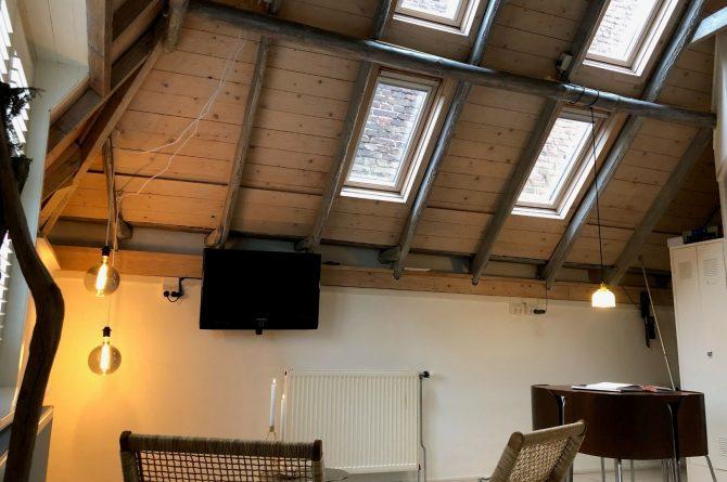 Villapparte-B&B in het Voorhuys-Doesburg-luxe appartement voor 2 personen-veel licht in nok van het dak