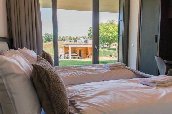 Villapparte-Dormio Resort Maastricht-Hertogenvilla Wellness Waterkant-luxe vakantiehuis voor 6 personen-met jacuzzi en sauna-Maastricht-uitzicht