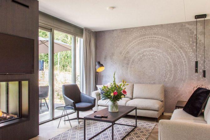 Villapparte-Dormio Resort Maastricht-Hertogenvilla Wellness Waterkant-luxe vakantiehuis voor 6 personen-met jacuzzi en sauna-Maastricht-zithoek