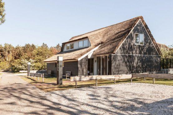 Villapparte-Dutchen-Villa Sun-luxe villa voor 6 personen-Ameland-tegen de duinrand
