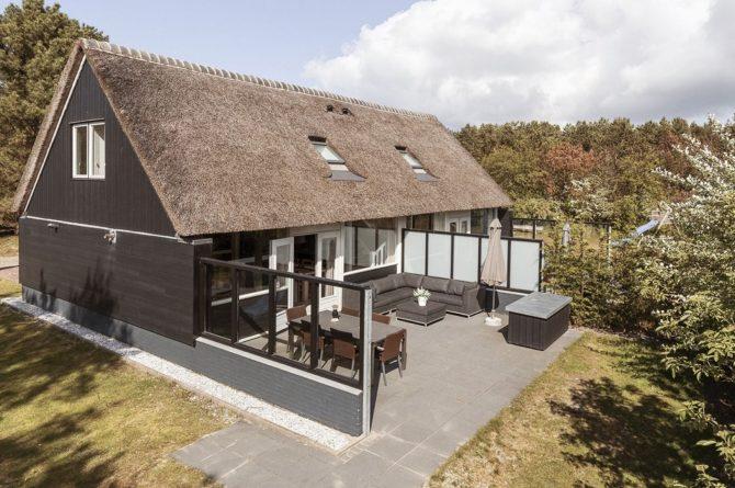Villapparte-Dutchen-Villa Sun-luxe villa voor 6 personen-Ameland-tegen de duinrand-beschut terras