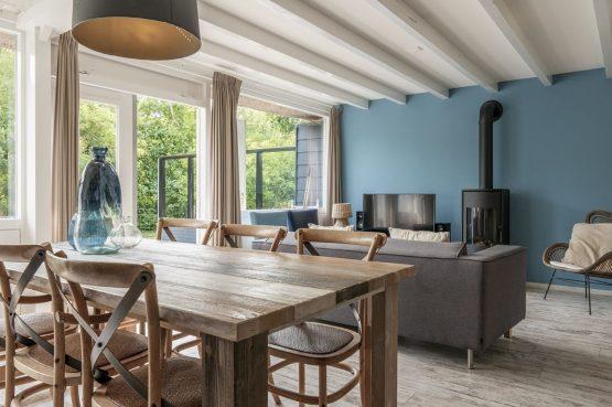 Villapparte-Dutchen-Villa Sun-luxe villa voor 6 personen-Ameland-tegen de duinrand-eettafel