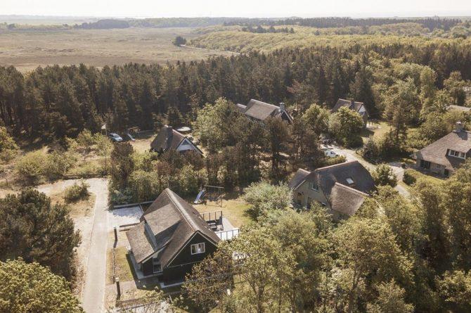 Villapparte-Dutchen-Villa Sun-luxe villa voor 6 personen-Ameland-tegen de duinrand-van boven