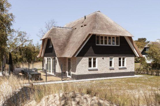 Villapparte-Dutchen-Villa Surf-luxe villa voor 8 personen-Ameland-tegen de duinrand